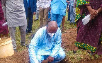 UI VC and oherdinitaries at the grounbreaking of a 300-capacity auditorium for Nursing department